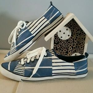 Coach canvas suzzy sneaker 10B